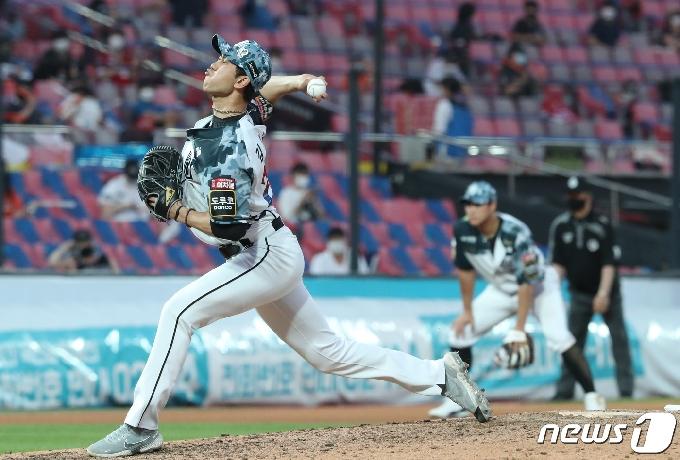 [사진] 역투하는 김민수