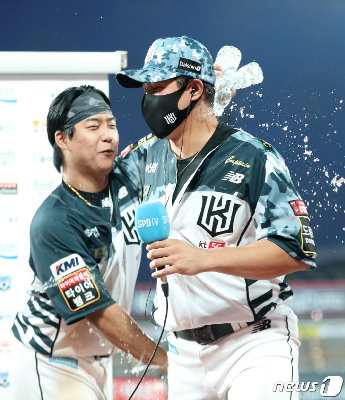 [사진] 역점 홈런의 주인공 황재균