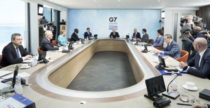 [콘월(영국)=뉴시스]박영태 기자 = 문재인 대통령이 12일(현지시간) 영국 콘월 카비스베이에서 열린 G7 확대회의 1세션에 참석해 영국 보리스 존슨 총리의 발언을 듣고 있다. 2021.06.13. since1999@newsis.com
