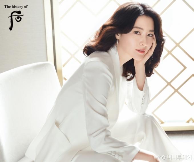 """16년째 '후' 모델한 이영애, 올해도 재계약…""""51세 맞아?"""""""