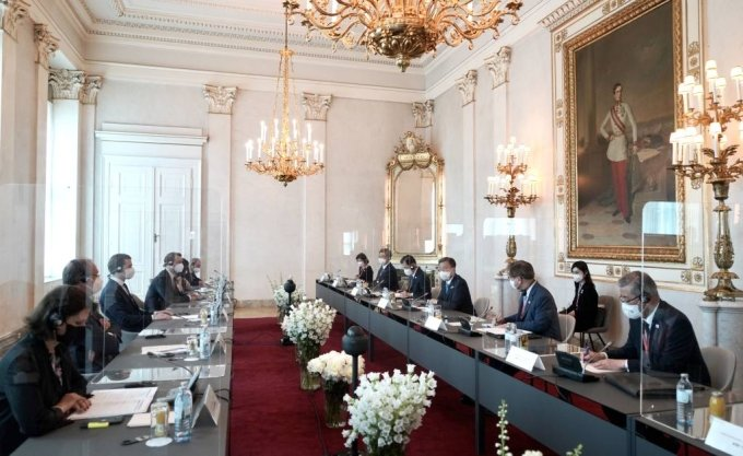 [비엔나(오스트리아)=뉴시스]박영태 기자 = 오스트리아를 국빈 방문중인 문재인 대통령이 14일(현지시간) 오스트리아 비엔나 총리실에서 열린 제바스티안 쿠르츠 총리와 회담을 하고 있다. 2021.06.14. since1999@newsis.com