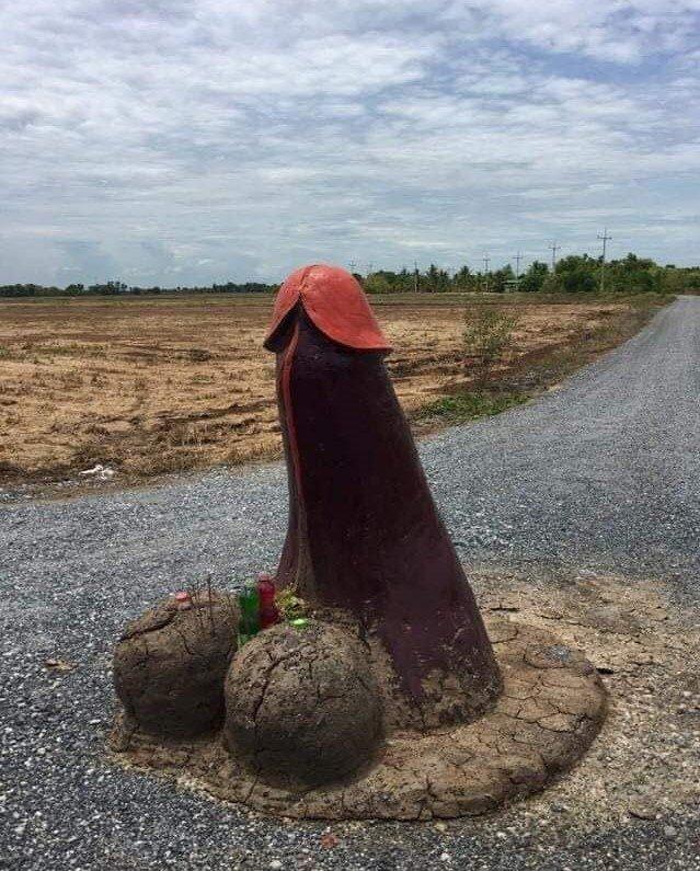 태국의 한 마을에 기우제를 위한 거대 음경 조형물이 설치돼 화제가 되고 있다. /사진=참난 켄통대엥 페이스북