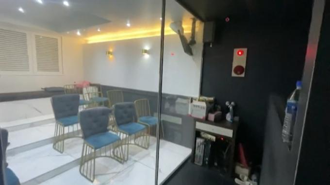 모텔 개조해 룸살롱으로 불법영업…강남서 손님·직원 42명 적발