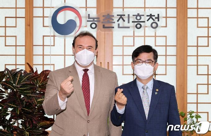 [사진] 주한 과테말라 대사 만난 허태웅 농진청장