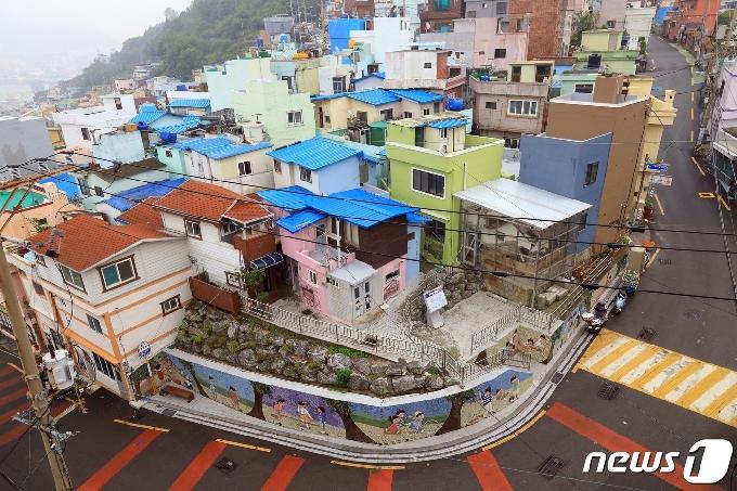 일본인 공동묘지 위 마을…부산 서구 '피란생활박물관' 열어