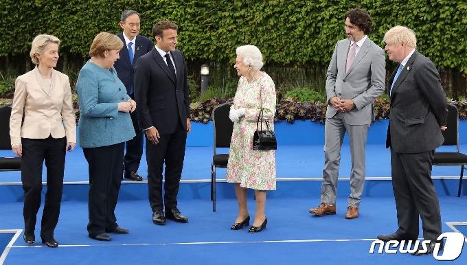 스가, G7 회의서 혼자 덩그러니…日서 비판과 동정 동시에[영상]