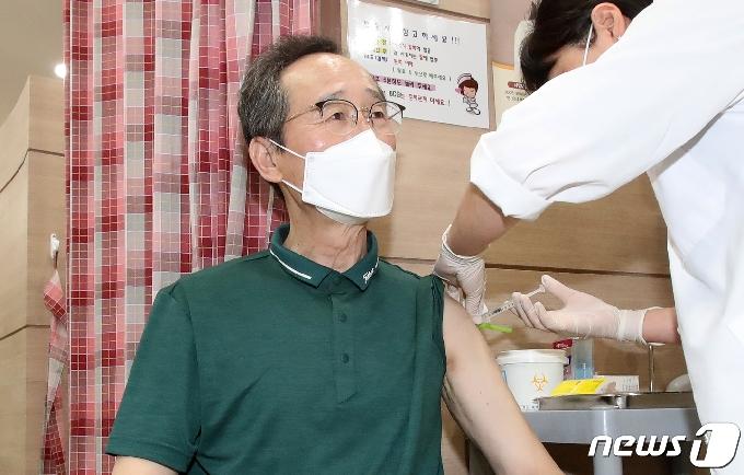 [사진] 송하진 전북도지사 AZ 백신 2차 접종 완료
