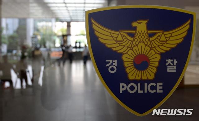 손님으로 위장한 경찰에…불법 행위하다 딱 걸린 성매매 업소