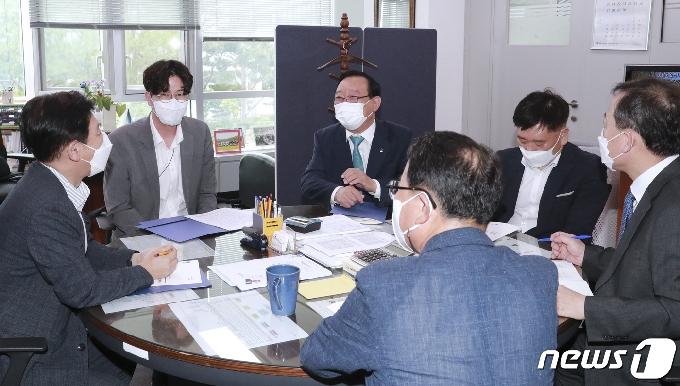 [사진] 송철호 울산시장, 기획재정부서 내년 국비사업 지원 요청