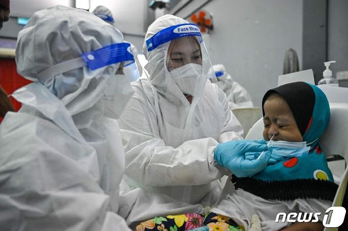 말레이, 캔시노·J&J 백신 승인…화이자 12세 이상 접종 허용