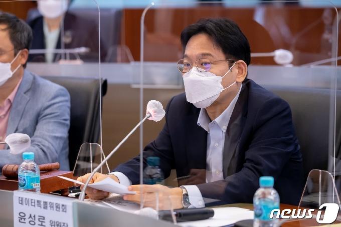 [사진] 모두발언하는 윤성로 4차산업혁명위원회 위원장