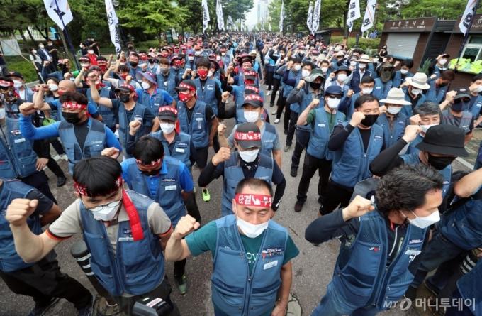 [사진]사회적 합의 이행 촉구하는 택배 근로자들