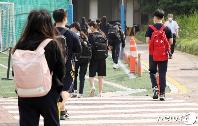 OO님, OO씨?…학생 존칭 캠페인 둘러싼 의견 분분