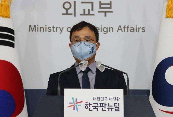 [서울=뉴시스]김명원 기자 = 최영삼 외교부 대변인이 15일 서울 종로구 외교부 합동브리핑룸에서 정례브리핑을 하고 있다. 이날 최영삼 대변인은