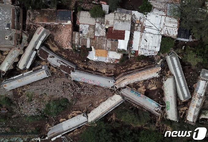 [사진] 탈선 사고로 곳곳 널부러진 멕시코 화물 열차