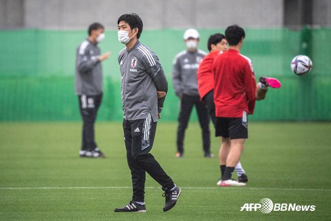 '버블도 뚫렸다' 축구로 도쿄올림픽 안전 홍보하려던 일본 '당황'
