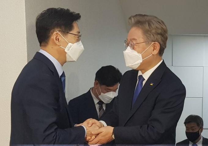 이재명-김경수 '정책' 회동…15개월전 '재난소득' 토론에서도