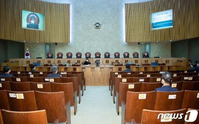 [사진] 전원합의체 선고 참석한 김명수 대법원장