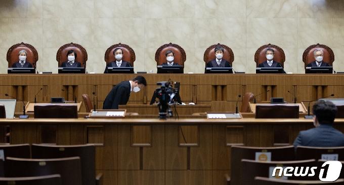 [사진] 선고 참석한 김명수 대법원장
