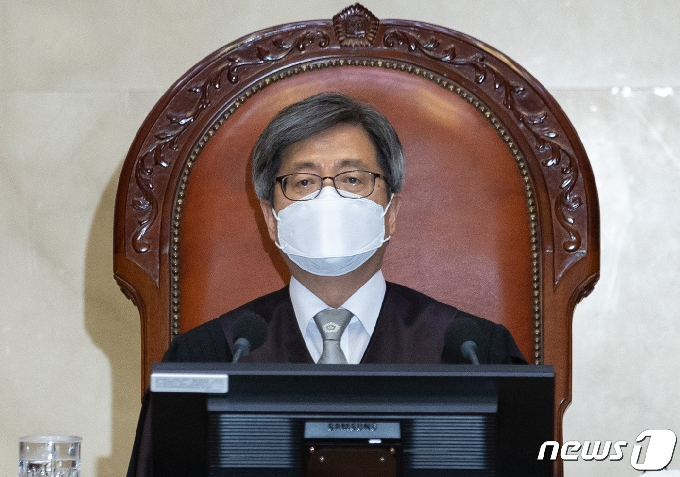 [사진] 김명수 대법원장 '전원합의체 선고 앞두고'