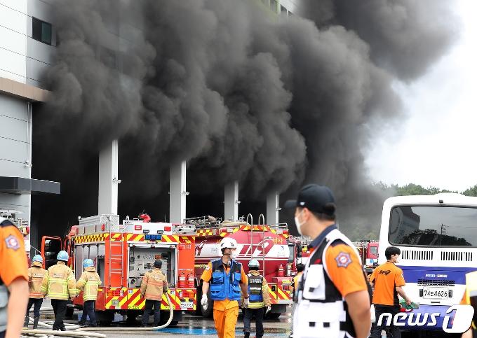 [사진] 이천 쿠팡 덕평 물류센터 화재 대응2단계 격상