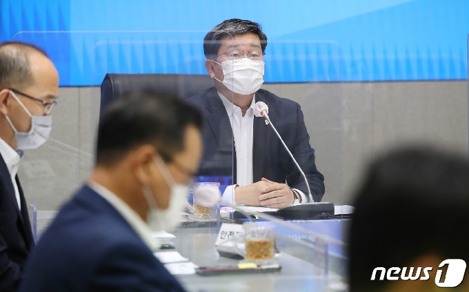 [사진] 안전정책조정위원회 주재하는 전해철 장관
