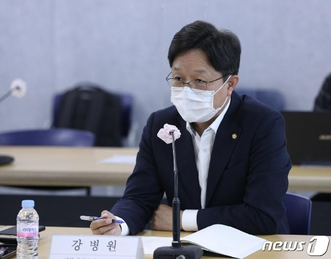 [사진] 강병원 의원 '소득보장제도 개편방향 논의'