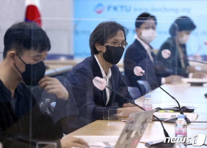 [사진] 발제하는 윤홍식 교수