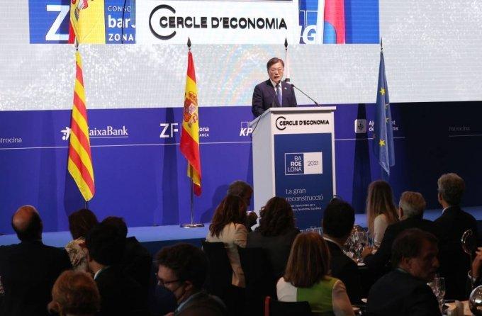 [바르셀로나(스페인)=뉴시스]박영태 기자 = 스페인을 국빈 방문 중인 문재인 대통령이 16일(현지시간) 스페인 바르셀로나 W호텔에서 열린 경제인협회 연례포럼 및 개막만찬에 참석해 연설하고 있다. 2021.06.17. since1999@newsis.com