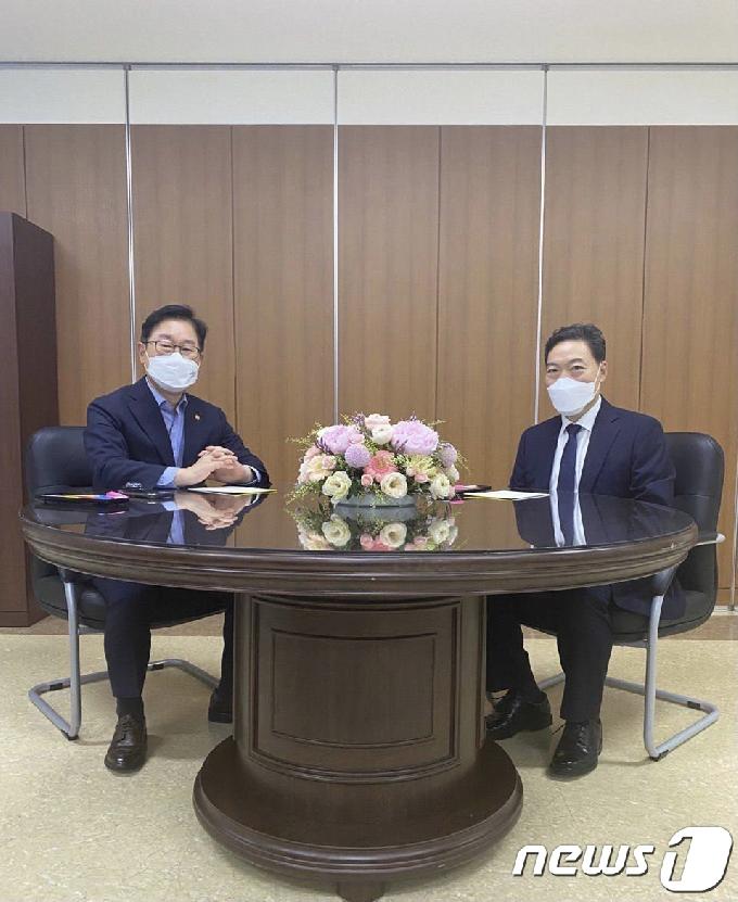 [사진] 박범계·김오수 '檢 직제개편안·중간간부 인사 논의'
