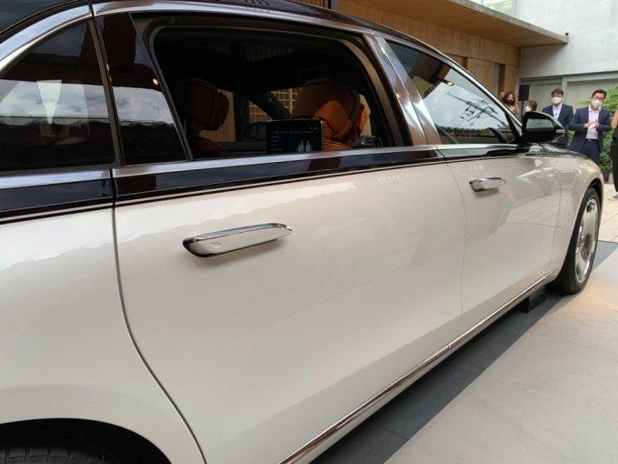 더 뉴 메르세데스-마이바흐 S 580 4MATIC의 뒷문/사진=이강준 기자