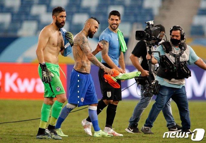 칠레와 우루과이는 1-1로 비겼다.I © AFP=뉴스1