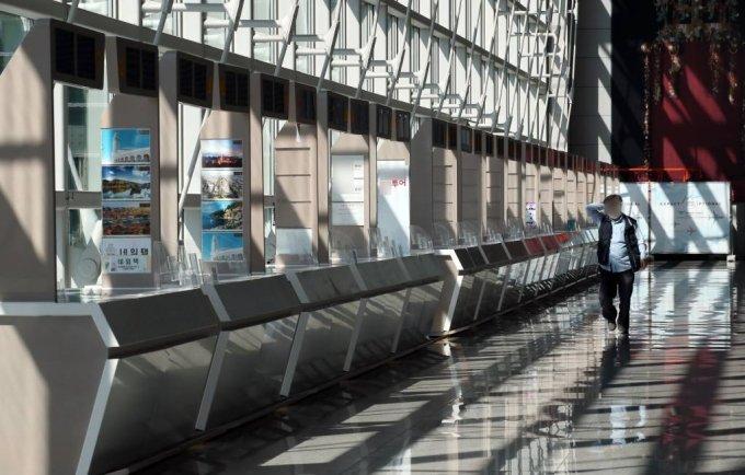 지난 3월22일 인천국제공항 입국장의 여행사 부스 구역이 한산하다. /사진=뉴시스
