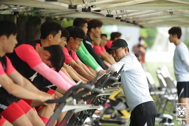 22일 파주NFC에서 진행된 올림픽대표팀 소집 훈련에서 체력훈련 중인 선수들. /사진=대한축구협회
