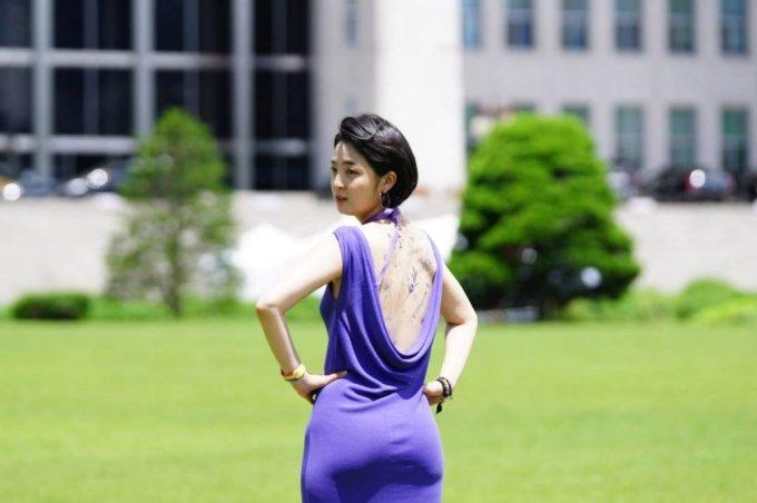 류호정 정의당 의원이 지난 16일 소셜네트워크서비스(SNS)를 통해 서울 여의도 국회 본청 앞에서 민주노총 타투 유니온 조합원들과 타투업법 제정 촉구 기자회견을 열었다는 글과 함께 사진을 게재했다. /사진=뉴시스(류호정 의원 SNS)