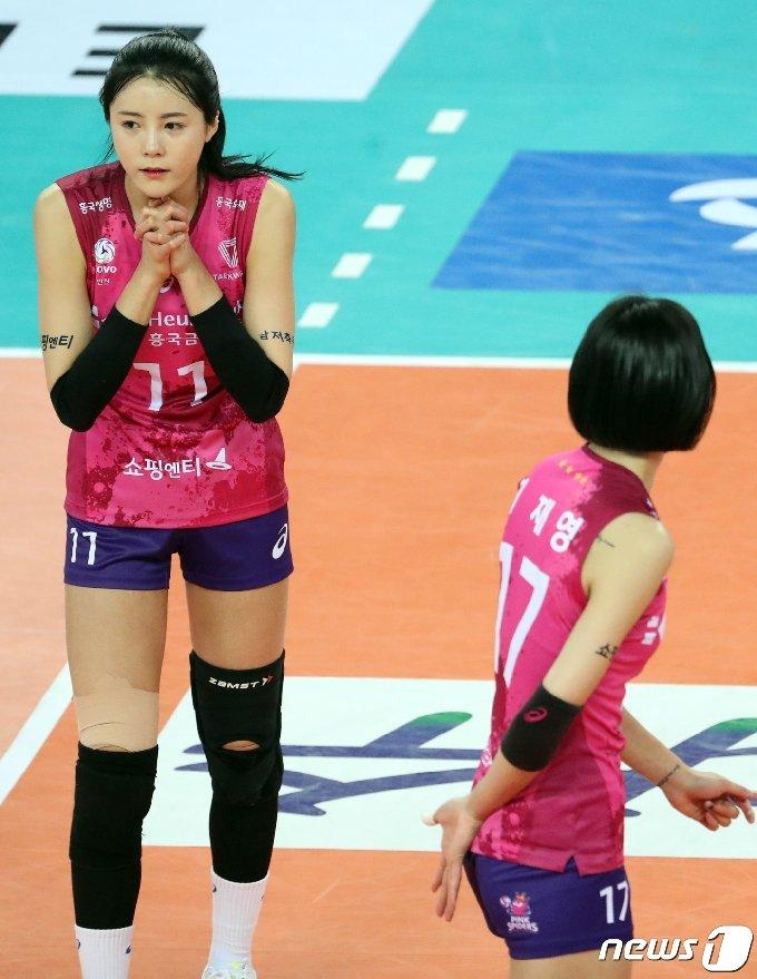 흥국생명 이다영(왼쪽)과 이재영.. 2020.1.8/뉴스1 © News1 김명섭 기자