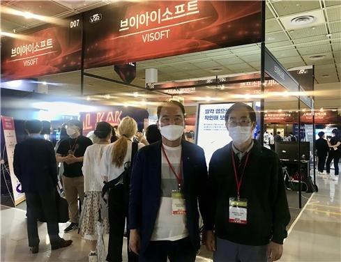 (왼쪽부터) 브이아이소프트 권혁순 CGO(부사장)와 한동수 CTO(연구책임자)