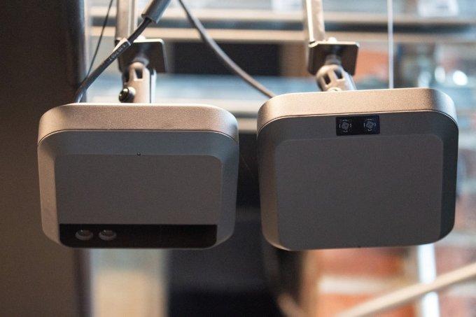 아마존 고 매장 천장에 달린 카메라와 센서. 매장 곳곳에 설치돼 있으며 고객이 골라 담는 상품을 실시간으로 포착한다./사진=AFP