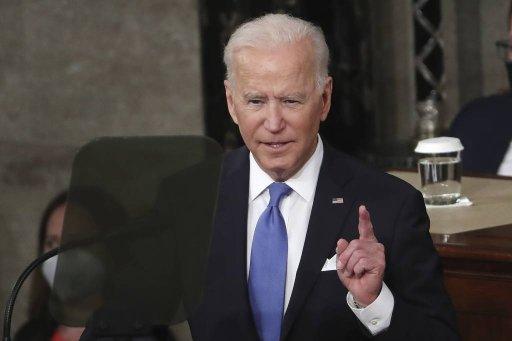 조 바이든 미국 대통령이 취임 100일을 하루 앞둔 4월 28일(현지시간) 워싱턴의 국회의사당에서 열린 연방 상·하원 합동회의에 참석해 연설하고 있다. /AP=뉴시스