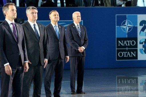 지난 14일(현지시간) 벨기에 브뤼셀에 있는 북대서양조약기구(NATO) 본부에서 (왼쪽부터)알렉산더르 더크로 벨기에 총리, 조란 밀라노비치 크로아티아 대통령, 안제이 두다 폴란드 대통령, 조 바이든 미국 대통령이 기념촬영을 하고 있다./사진=AFP