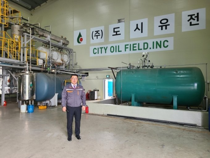 CEO Jeong Yeong-hoon of City Oil Field and R.G.O plant in metropolitan landfill area. Photo- City Oil Field