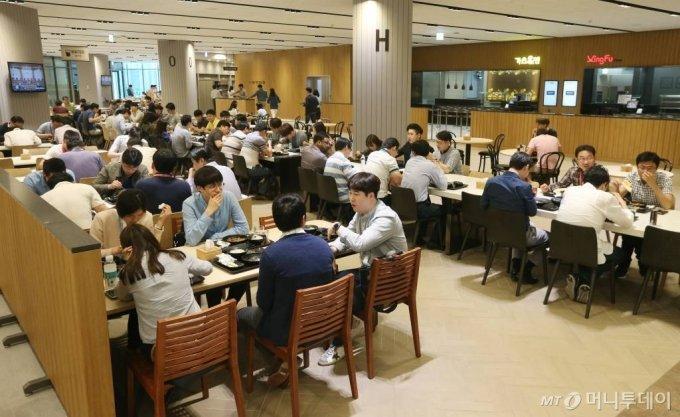 삼성전자서울R&D캠퍼스 식당. /사진=이동훈 기자 photoguy@