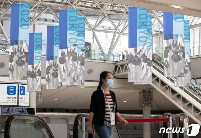 2020 도쿄올림픽을 일주일 앞둔 16일 오후 일본 도쿄올림픽 미디어프레스센터(MPC)에서 취재진들이 발걸음을 옮기고 있다. /사진=뉴스1