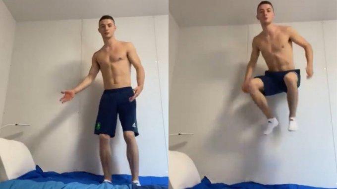 지난 19일 골판지 침대 위에서 점프하는 자신의 모습을 촬영해 공개한 아일랜드 체조 선수 리스 맥클레너건. /사진=리스 맥클레너건 트위터 캡처