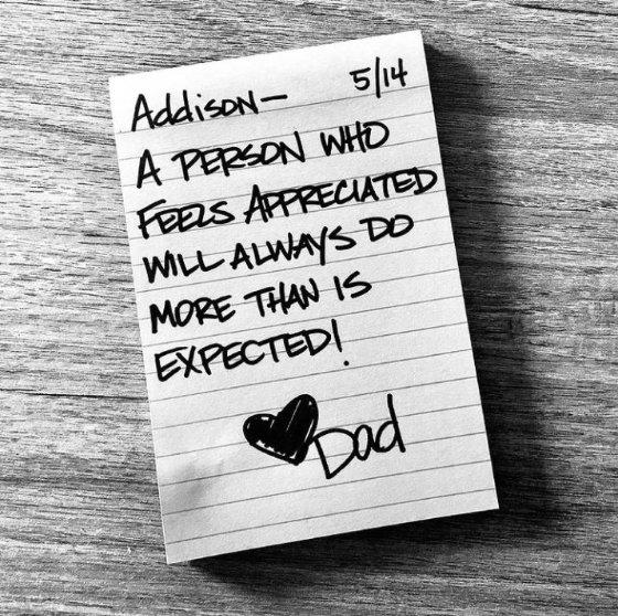 '항상 감사함을 느끼는 사람은 예상보다 훨씬 더 많은 일을 할 수 있다'고 적혀 있다./사진=인스타그램 캡처