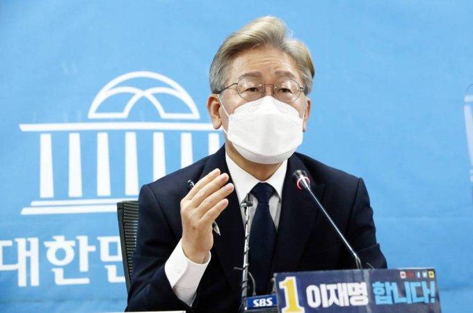 이재명 경기지사가 22일 서울 여의도 국회 의원회관 영상회의실에서 화상 정책공약 기자간담회를 하고 있다. / 사진제공=뉴시스