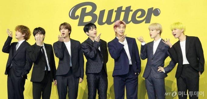 지난 5월 새 싱글앨범 'Butter' 발매 기념 쇼케이스에 참석한 그룹 방탄소년단(BTS, 뷔 슈가 진 정국 RM 지민 제이홉)/사진=머니투데이 DB