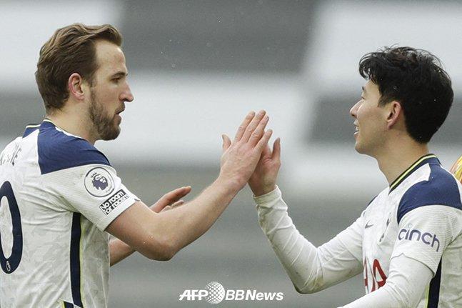 손흥민(오른쪽)과 해리 케인. /AFPBBNews=뉴스1