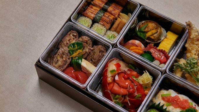 롯데호텔 서울의 일식당 모모야마에서 판매하는 '시그니처 박스' 드라이브 스루 상품. /사진=롯데호텔