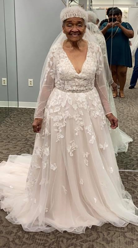 흑인이라 못 입은 웨딩드레스…70년 기다린 '가장 아름다운 신부'